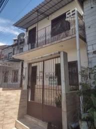 Casa de Dois Pisos no Educandos - 4 Qrts - já baixei o preço para 140.000