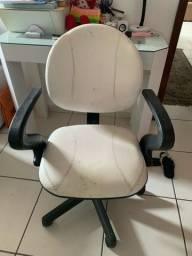 Cadeira giratória de rodinhas confortável bege