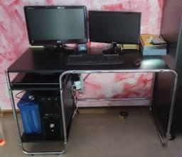 Mesa e armário de escritório