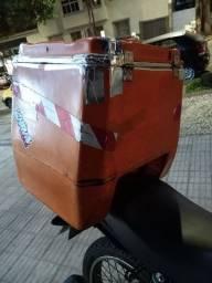 VENDO Baú 110 litros com suporte e trilho, em ótimo estado. URGENTE