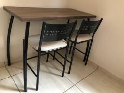 Mesa com duas cadeiras (preto e bege)