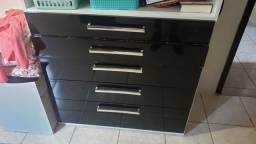 Comoda 5 gavetas e mesa de cabeceira