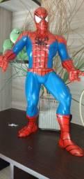 Homem aranha gigante leiaa