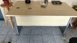 Mesa de madeira - escritório