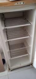 Freezer 142 litros Eletrolux. Com muitas marcas de uso