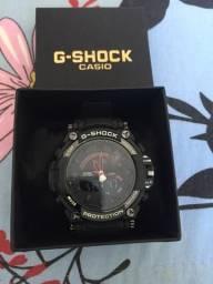 Relógio Casio G-SHOCK vermelho com preto