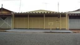 Casa de 3 quartos - 1 Suíte - Bairro Feliz - Goiânia-GO