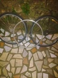 3 aros 27, dois quadros de bicleta Caloi