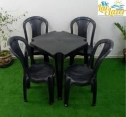 Mesa e cadeira de plastico