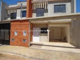 Bairro Aeroporto - Linda casa nova com 3 dormitórios quintal e garagem