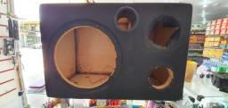 Mesa de som, rack e caixa