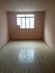 Apartamento no 2º andar em Realengo com 01 quarto e sala grande