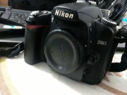 Nikon D-90