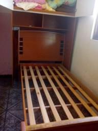 Cama e armário embutidos
