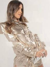 Jaqueta metalizada dourada nova