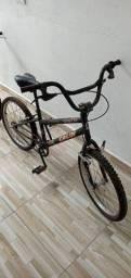 Bicicleta Caloi aro 20 para menino e para menina as 2 por este valor.