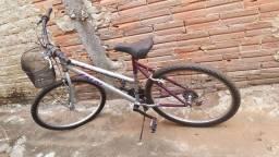 Uma bicicleta de adulto e um colchão de solteiro. Anápolis-GO