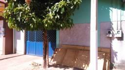 Vende-se casa na rua Belém(Bairro Primavera) com outra casa nos fundos