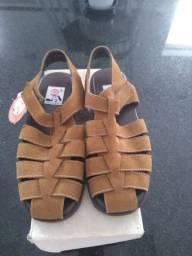Sandália em couro, nova, metade do preço