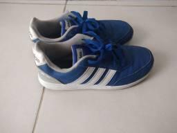 Tênis Adidas Original tamanho 33