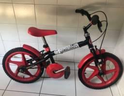 Bicicleta verden preta com vermelho