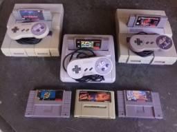 Três super Nintendo