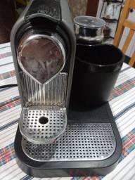 Vendo cafeteira Nespresso..