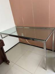 Mesa de vidro com base de inox