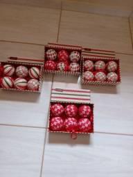 Dóis castiçal e bolas para árvores de Natal