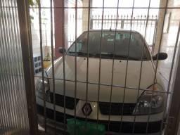Renault Clio sedan ano 2005. 1.0. 16v