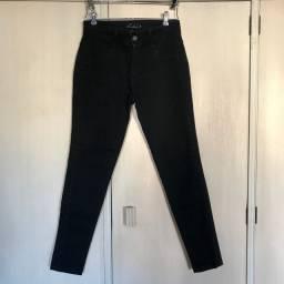Calça preta skinny