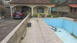 Casa com piscina e 3 quartos  campo grande
