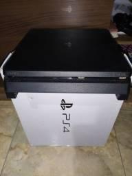 PS4 500GB - 2 controles - 6 jogos