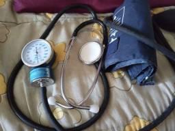 Medidor de pressão com estetoscópio