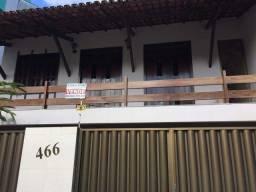 Excelente casa com piscina no bairro Castália.