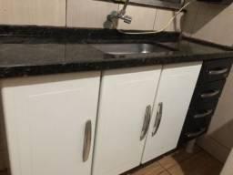 Gabinete para cozinha, com torneira incluso