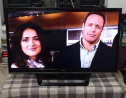 Smart tv Lg 42 polegadas otima imagem,com Netflix, por favor leia o anuncio!