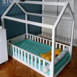 Cama casinha e berços montessori com proteção lateral