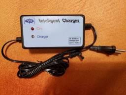 Carregador de baterias universal