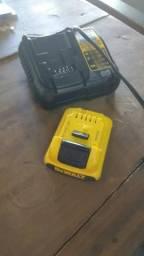 Carregador De Walt 12v+bateria 2ah semi novo