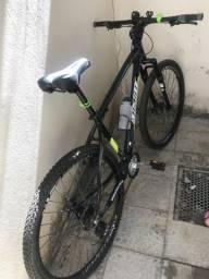 Vendo bike com acessórios e suporte para parede