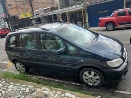 Vendo troco lindo carro de 7 lugares automático pneus zero carro de família 2004/2005 - 2005
