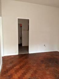 Alugo apartamento de 1 quarto com closet