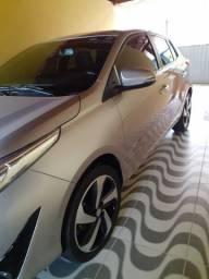 Yares 2019 automático com teto solar e rodas de liga 17