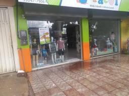 Vende-se loja comercial de 8x18 com escritório na Rua F ao lado da lotérica