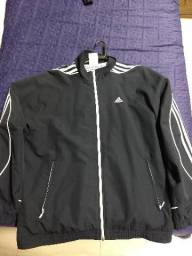 Jaqueta Adidas e camiseta umbro