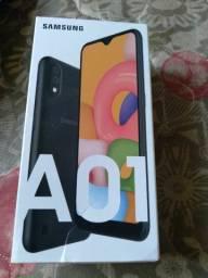 Celular Galaxy A01 na caixa Samsung