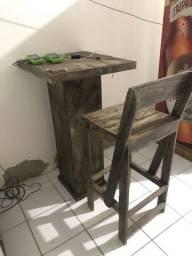 Mesas e cadeiras estilo boteco birô