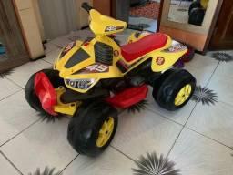 Quadriciclo elétrico infantil