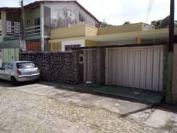 Aluga-se casa no Bairro de Fátima com 03 Quartos